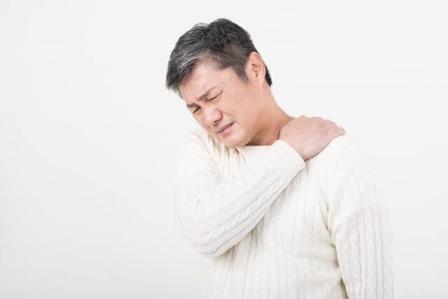 右首の痛み、右腕の痺れ、頭痛